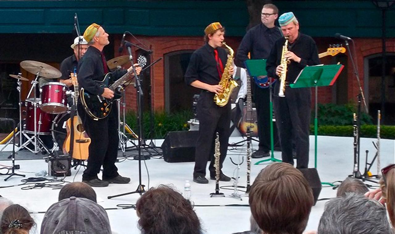 Dennis Freese and band playing at Oregon Shakespeare Festival Green Show